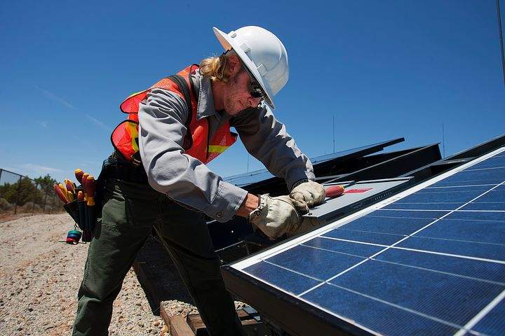 worker giving estimation for commercial solar financing